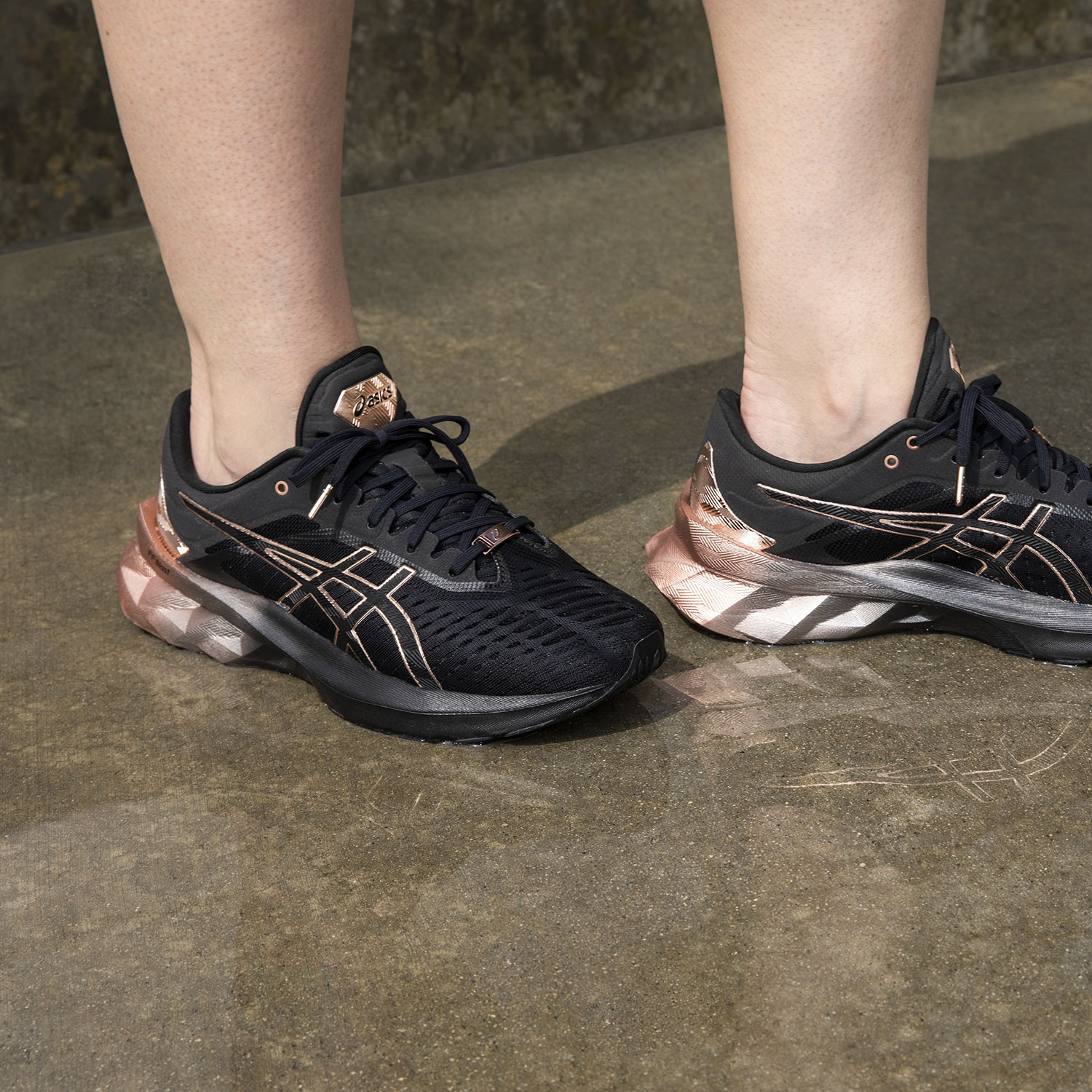 Asics Novablast Platinum - Black/Rose Gold