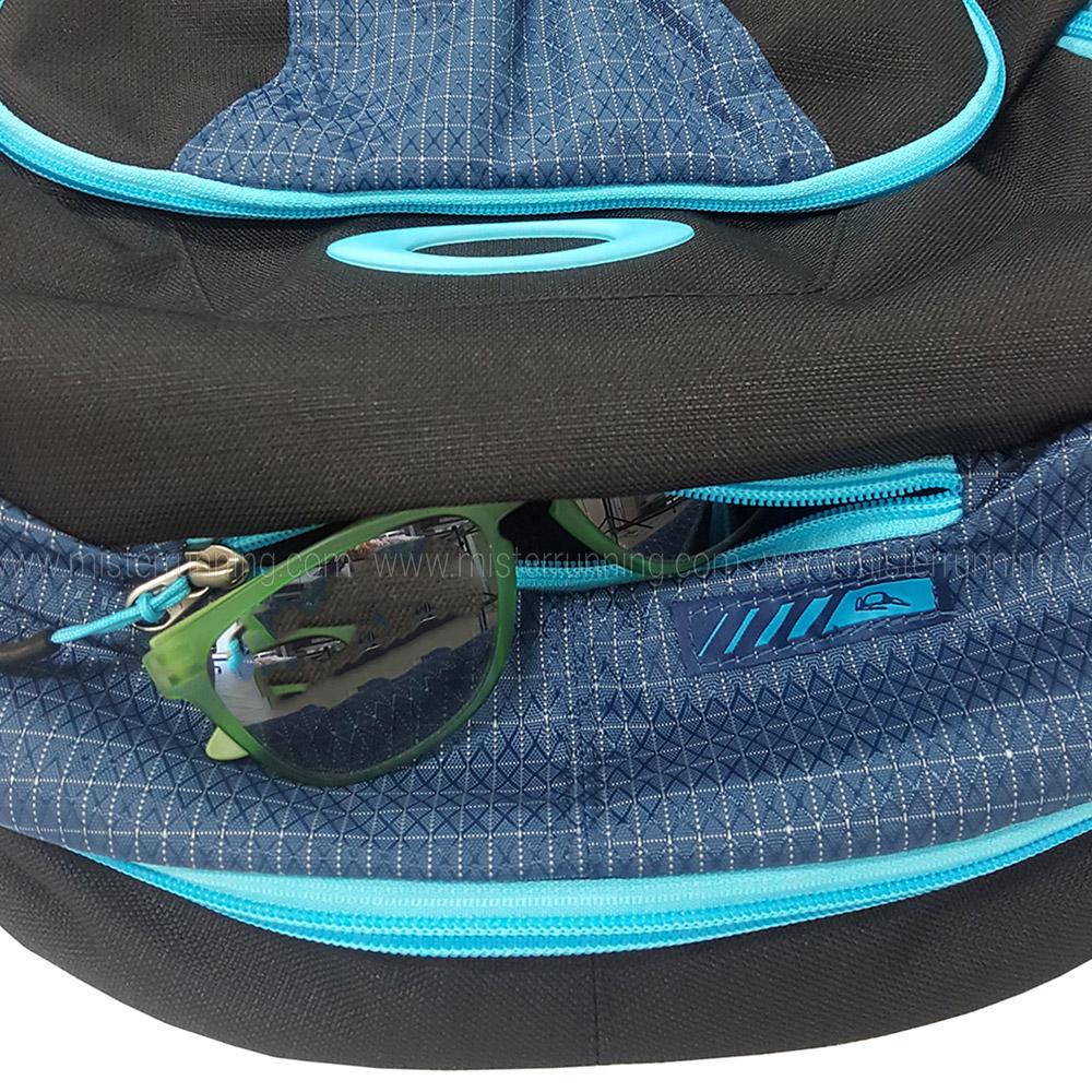 ddddb8e186 ... Oakley Blade Wet Dry 30 Backpack - Blue Turquoise ...
