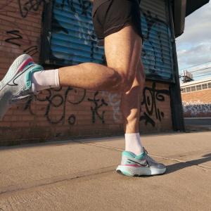 Nike Zoomx Invincible Run Flyknit - Grey Fog/Black/Dynamic Turquoise/Hyper Pink